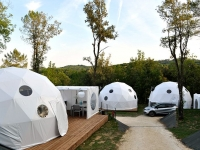 Glisten-Glamping-pod-neighborhood