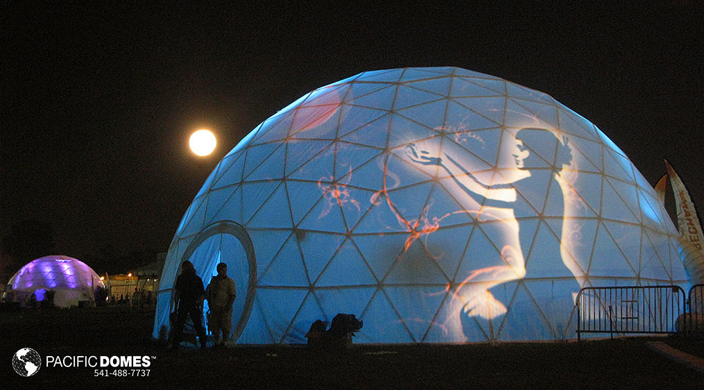projection dome theaters, projection illumination domes, projecting images