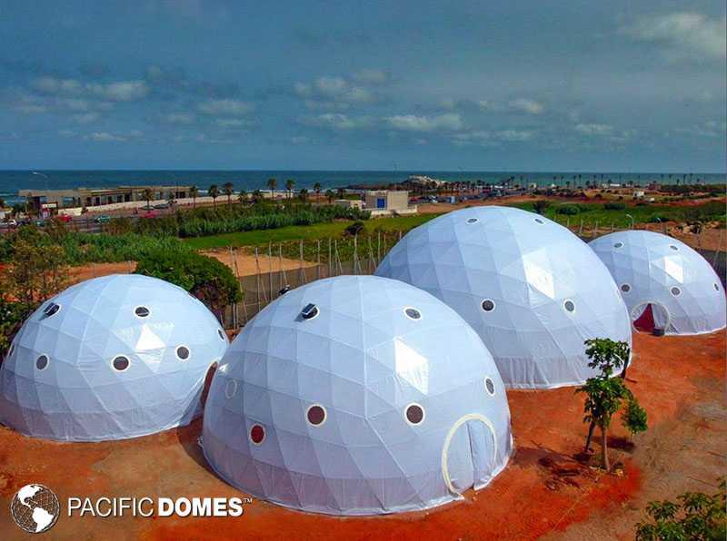 4 Greenhouse Domes